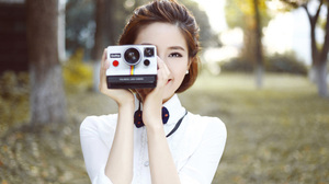Model Depth Of Field Camera Brunette 1920x1080 Wallpaper