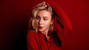 Woman Model Girl Blonde Lipstick 2560x1440 wallpaper