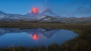 Nature Landscape Mountains Daniel Kordan Volcano Meteors Long Exposure Russia Kamchatka Reflection L 1600x1068 Wallpaper