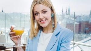 Blonde Cocktail Girl Russian Singer Smile Yulianna Karaulova 2200x1485 wallpaper
