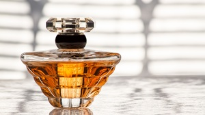 Bottle Perfume 5184x3456 wallpaper