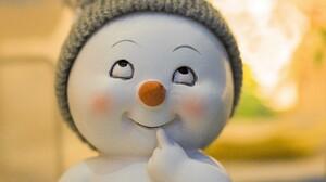 Artistic Ceramic Snowman 5850x3900 Wallpaper