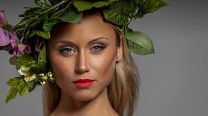 Girl Portrait Model Blue Eyes Wreath Makeup 2048x1300 Wallpaper