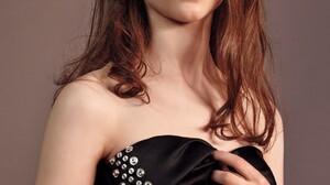 Thomasin McKenzie Women Actress Long Hair Brunette Blue Eyes Simple Background Indoors New Zealand 1000x1364 Wallpaper