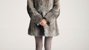 Model Women Fur Coats Grey Coat Brown Boots Boots Holding Hands Katya 900x1350 Wallpaper
