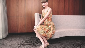 Young Woman Women Singer Songwriters Celebrity Flower Dress Dress Sitting Couch Looking At Viewer He 1920x1200 Wallpaper