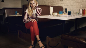 Actress American Blonde Chloe Grace Moretz Long Hair Milkshake Smile Sunglasses 3680x2456 Wallpaper