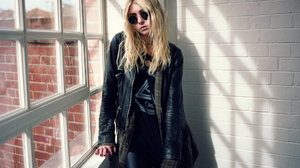 The Pretty Reckless Music Women Celebrity Actress Singer Songwriters Blond Hair Leather Jackets Glas 2048x1344 Wallpaper