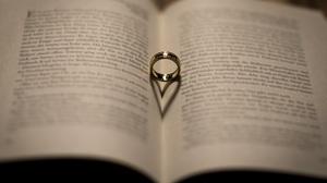 Book Love Ring 2000x1335 Wallpaper
