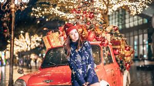 Car Vehicle Asian Women Model Christmas Women With Cars Women With Hats Christmas Ornaments Red Cars 1365x2047 Wallpaper