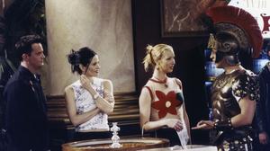 Chandler Bing Courteney Cox Friends Tv Show Joey Tribbiani Lisa Kudrow Matt Leblanc Matthew Perry Mo 2000x1330 Wallpaper