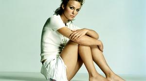 Keira Knightley Shorts Sitting Actress Looking At Viewer Legs Feet Barefoot Women 3500x2430 Wallpaper