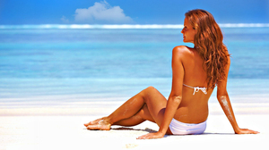 Beach Bikini Horizon Model Rear 2560x1600 Wallpaper