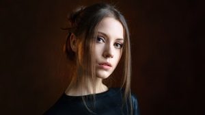 Alexey Kishechkin Women Ksenia Kokoreva Brunette Makeup Looking At Viewer Portrait Simple Background 2560x1440 wallpaper