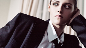 Actress American Green Eyes Kristen Stewart Suit 2000x1360 Wallpaper