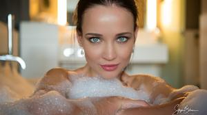 Women Bath Green Eyes Looking At Viewer Red Lipstick Smiling Brunette Stijn Bohrer Bubble Baths 2048x1152 wallpaper