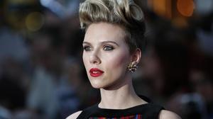 Actress American Blonde Blue Eyes Depth Of Field Earrings Lipstick Scarlett Johansson Short Hair 3000x2000 Wallpaper
