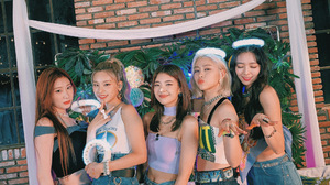 Itzy K Pop Girl Band Korean Women Asian 2000x1500 Wallpaper