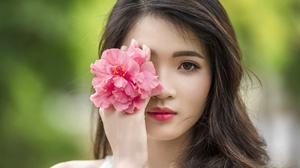 Asian Brown Eyes Brunette Depth Of Field Face Flower Girl Model Pink Flower Woman 2849x1440 Wallpaper