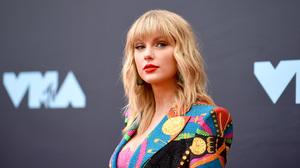 American Blonde Singer Taylor Swift 6000x3988 Wallpaper