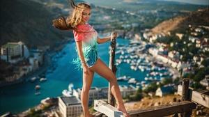 Alex Latysh Nika Gikaliuk Model Women Women Outdoors Brunette Barefoot Tiptoe 2560x1703 Wallpaper