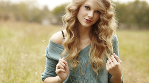 Taylor Swift Women Singer Blue Eyes Blonde Long Hair Wavy Hair Nature Outdoors Grass Trees 3333x5000 Wallpaper
