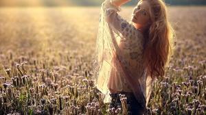 Field Nature Women Plants Sunlight Arms Up Model Outdoors Women Outdoors Long Hair Looking At Viewer 2048x1584 Wallpaper