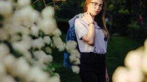 Women Model Looking At Viewer Portrait Brunette Women With Glasses T Shirt Jeans Jacket Jeans Women  2560x1707 Wallpaper