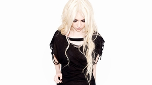 The Pretty Reckless Music Hand On Belly Black Nails Blond Hair Black Clothing Wavy Hair Makeup Simpl 1920x1080 Wallpaper