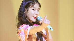 IU Iu Lee Ji Eun Asian Women Dark Hair Women Indoors Indoors Microphone 1280x853 wallpaper