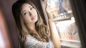 Woman Model Brunette Smile Reflection 2048x1366 Wallpaper