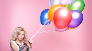 Balloon Blonde Girl Model Woman 2048x1242 Wallpaper