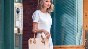 American Singer Blonde White Dress Bag Short Hair Smile 3000x2400 Wallpaper