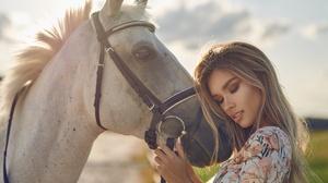 Blonde Girl Horse Model Mood Woman 2048x1638 wallpaper