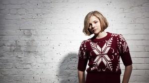 Chloe Grace Moretz Women Blonde Actress Short Hair Sweater 1920x1200 Wallpaper