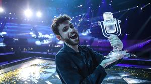 Dutch Singer Trophy Smile Eurovision 2000x1334 Wallpaper