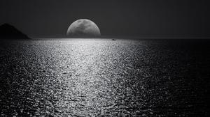 Landscape Sea Moon Night Low Light Boat Yacht Horizon 2560x1440 Wallpaper