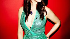 Anya Taylor Joy Women Actress Brunette Dark Hair Legs Green Dress Looking Away Lipstick Makeup Red B 1000x1500 Wallpaper