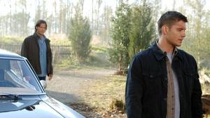 Dean Winchester Jared Padalecki Jensen Ackles Sam Winchester Supernatural Tv Show 2000x1328 Wallpaper