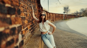 Women Urban Outdoors Women Outdoors Leaning Wall Bricks Women With Shades Shades Torn Jeans Model Br 2560x1708 Wallpaper