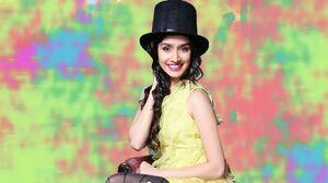 Actress Model Shraddha Kapoor Top Hat Yellow Dress 2009x1080 Wallpaper