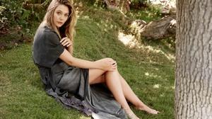 Celebrity Elizabeth Olsen 2400x1600 Wallpaper