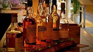 Bottles Alcohol Numbers Drink Whisky Talisker Lagavulin Dalwhinnie 2560x1696 Wallpaper