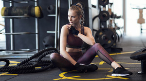 Women Model Looking Away Blonde Bare Midriff Fingerless Gloves Ponytail Gym Clothes Gyms 2274x1280 Wallpaper