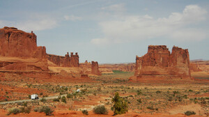 Earth Arches National Park 2560x1440 wallpaper