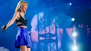 Taylor Swift Women Singer Blonde Shoulder Length Hair Smiling Concerts 2150x1209 Wallpaper