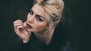 Gustavo Terzaghi Women Blonde Looking At Viewer Makeup Eyeliner Eyeshadow Lipstick Black Clothing Hi 2000x1334 Wallpaper