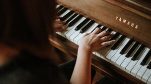 Girl Pianist 5184x3456 Wallpaper