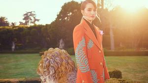 Actress American Coat Kaitlyn Dever 2000x1479 Wallpaper