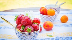 Apricot Strawberry 2880x1800 Wallpaper